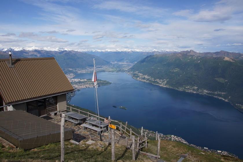 "Blick vom Refugio ""Capanna Al Legn"" auf den Lago Maggiore"